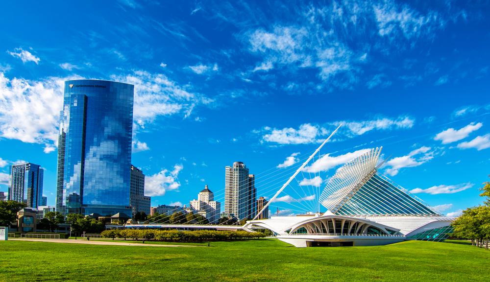 Milwaukee Art Museum green grass and nice deep blue sky